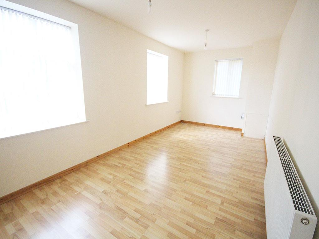 2 bedroom apartment To Let in Colne - IMG_3434.jpg